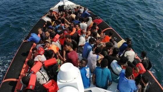 migranti sbarchi porti aperti