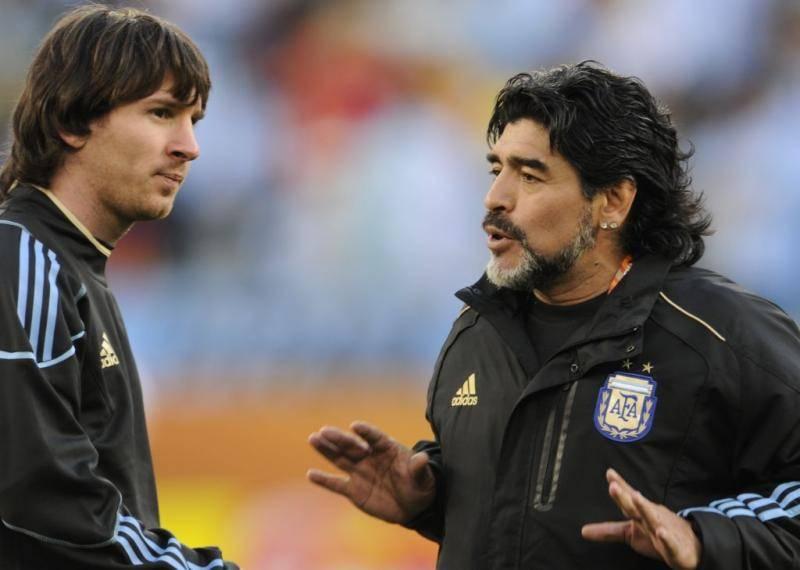 È morto il re del calcio Diego Armando Maradona