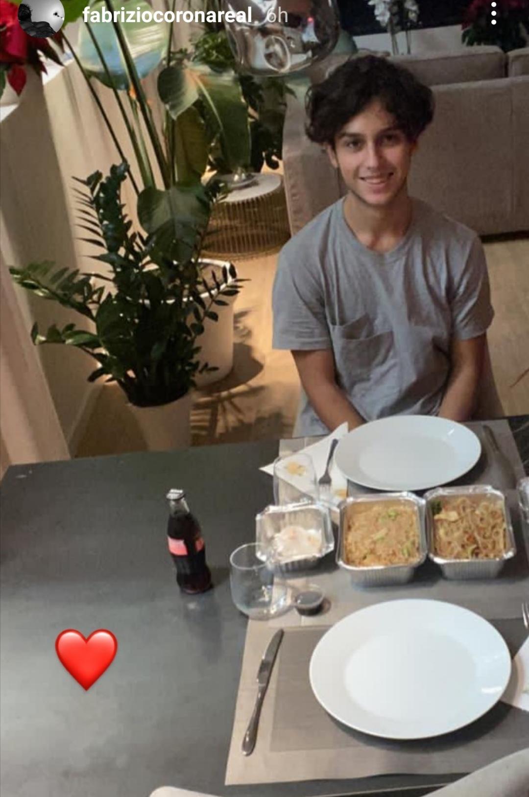Il figlio di Nina Moric è a casa di Corona