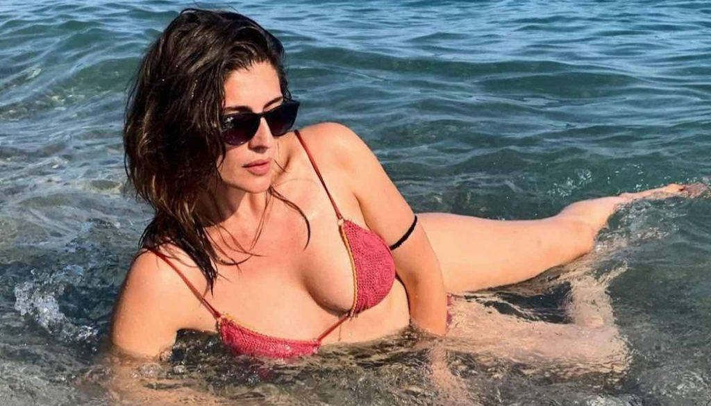 """Elisa Isoardi """"la traditrice"""": volta le spalle a chi l'ha cresciuta"""
