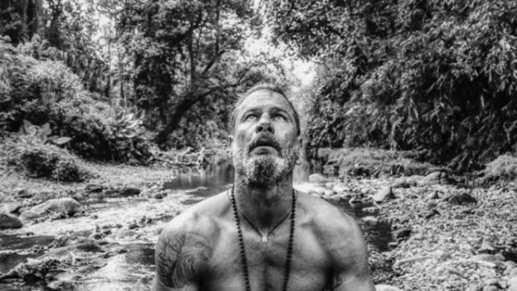 Raz Degan in meditazione