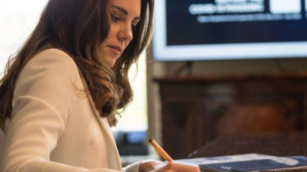 Kate Middleton fa l'insegnante