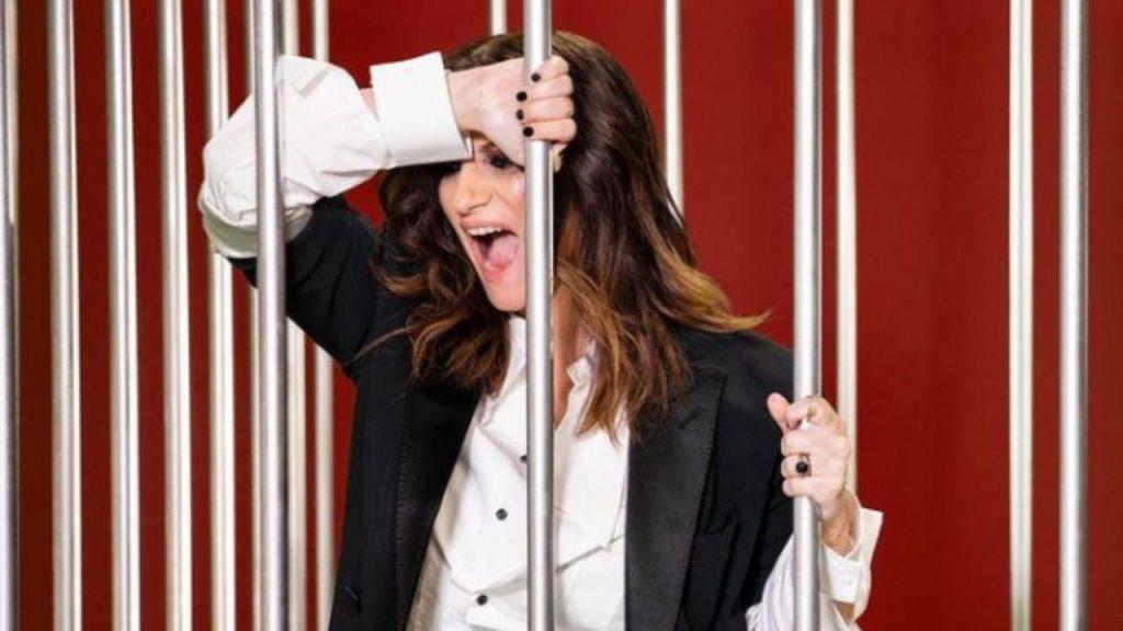 Laura Pausini dietro le sbarre