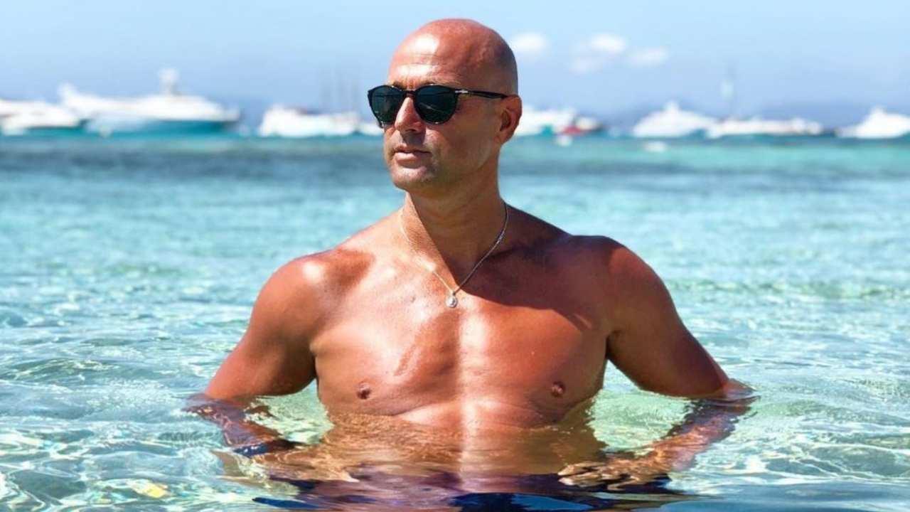 Stefano Bettarini al mare