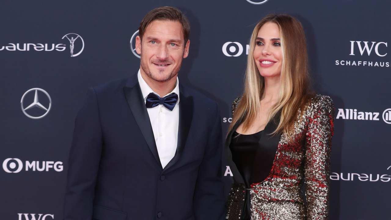 Ilary Blasi e Francesco Totti in posa