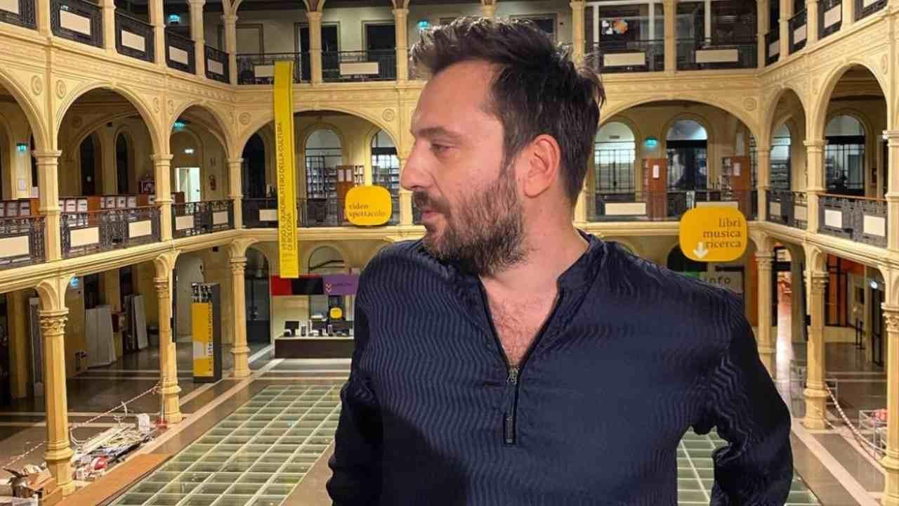 Cesare Cremonini guarda Sanremo da casa e canta in playback Diodato:
