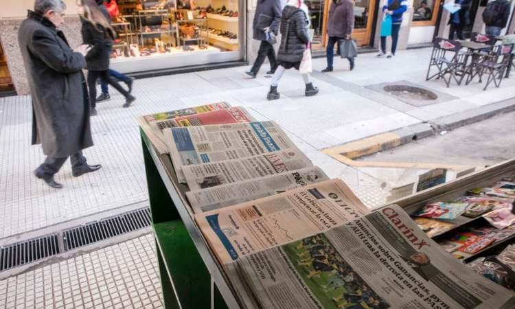 Alcuni giornali vicini fra loro