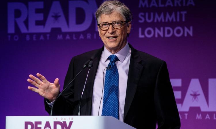 Bill Gates davanti al microfono