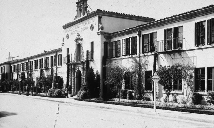 Lo storico edificio della Paramount