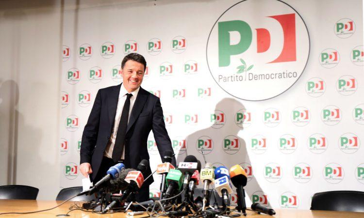 Matteo Renzi in una passata conferenza stampa col Pd