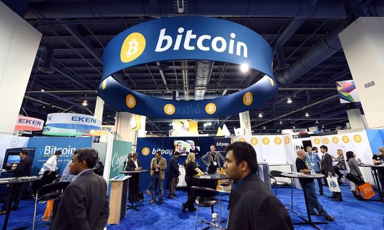 Sala con simboli di Bitcoin