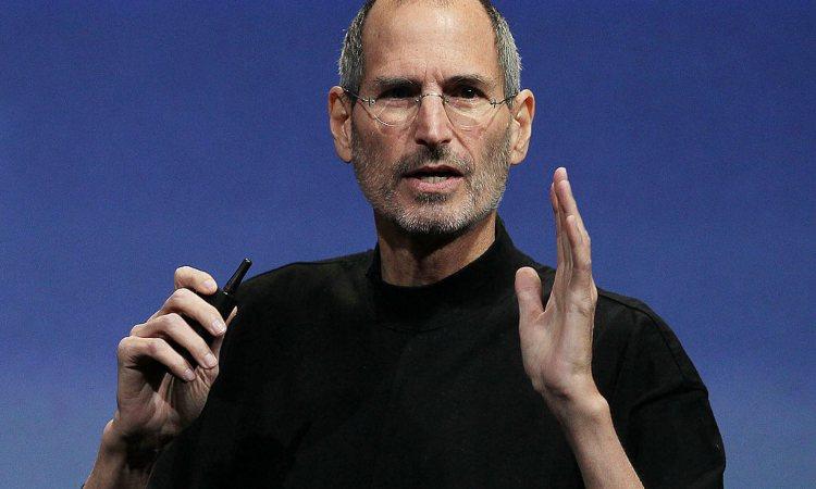 Steve Jobs mentre parla alla platea