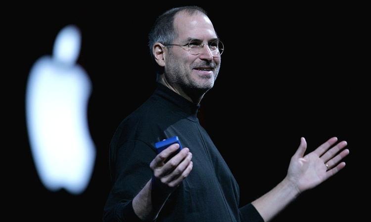 Jobs spiega i suoi lavori alla platea