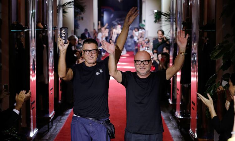 Dolce e Gabbana salutano la stampa e i fans