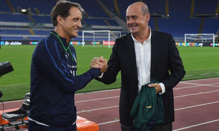 Nicola Zingaretti saluta Roberto Mancini