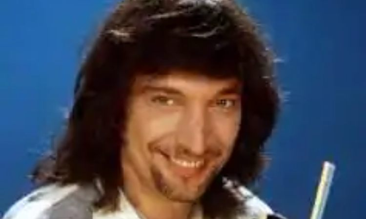 Claudio cecchetto sorride da giovane