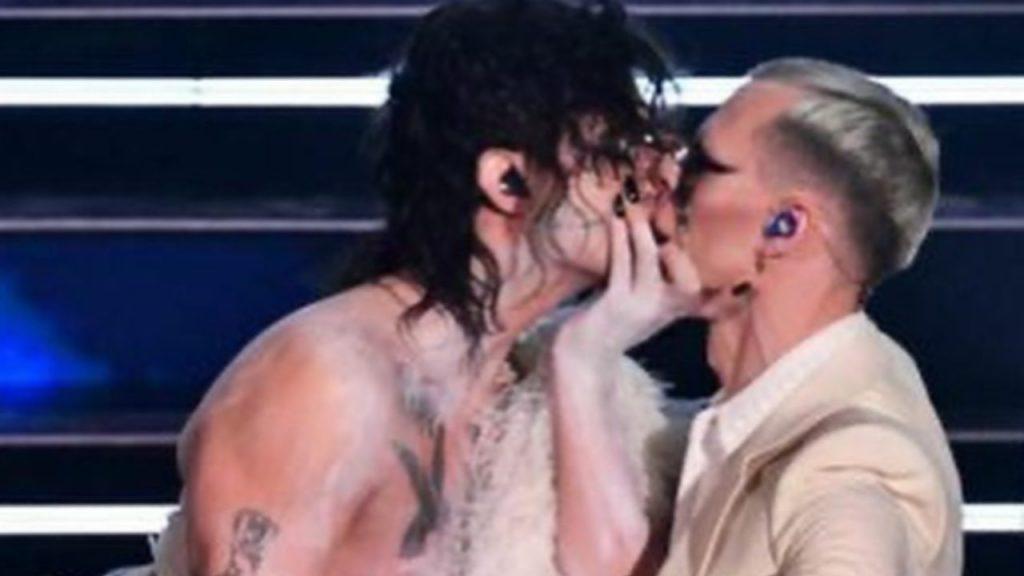 il bacio di Achille lauro