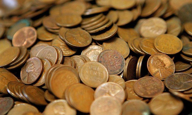 Tante monete sovrapposte da one cent