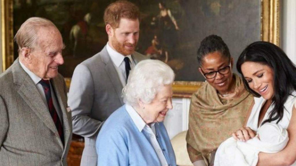 Archie incontra la Regina Elisabetta