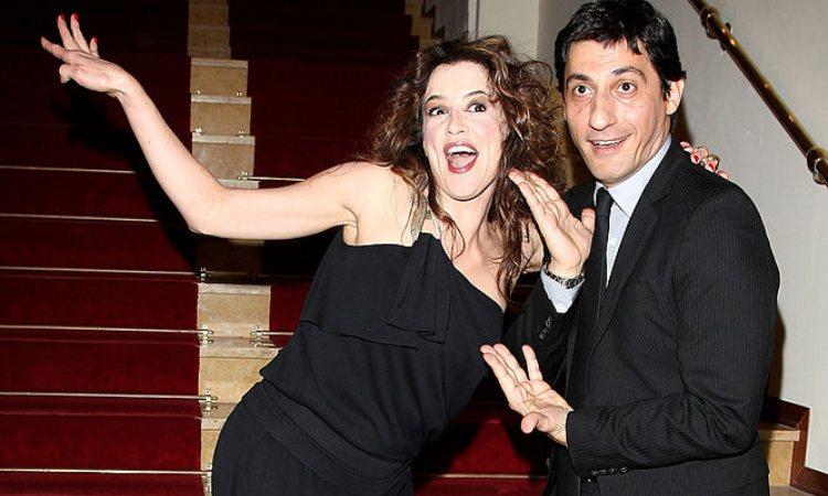 Irene Ferri ed Emilio Solfrizzi in una posa scherzosa