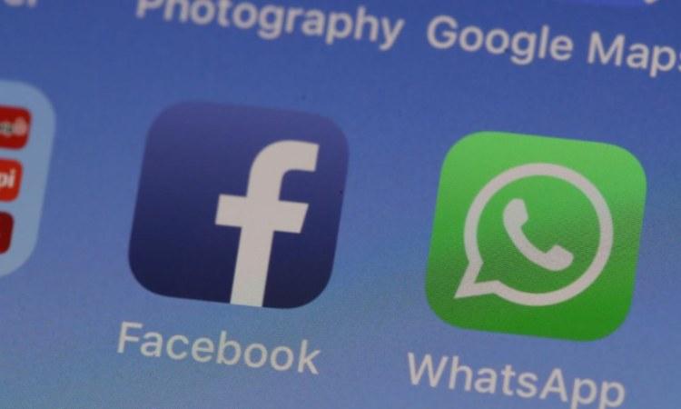 Il simbolo di Whatsapp su un display