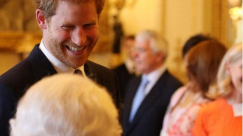 La regina Elisabetta e il nipote Harry