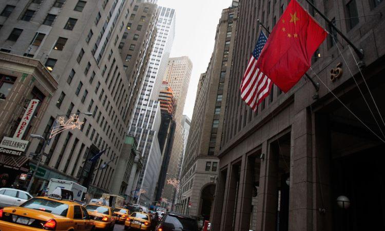 Due bandiere esposte in città