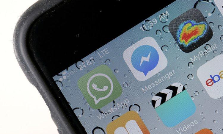 Il logo di Whatsapp sulla schermata di un cellulare
