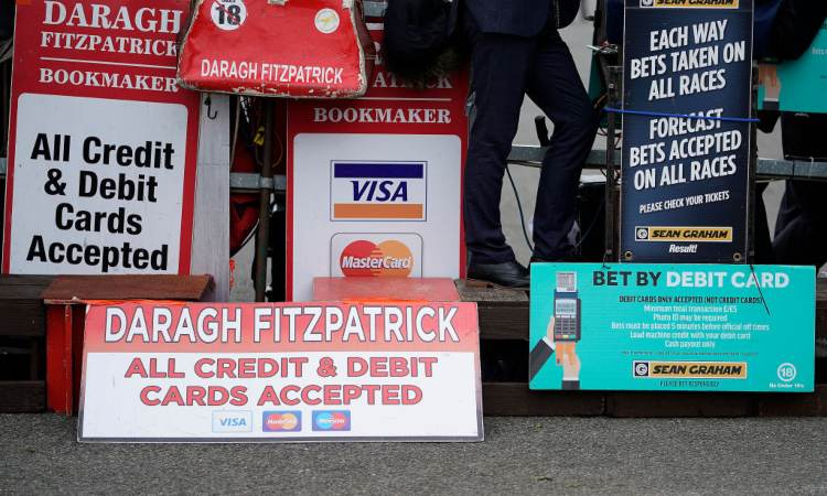 Alcuni cartelli inerenti al pagamento digitale