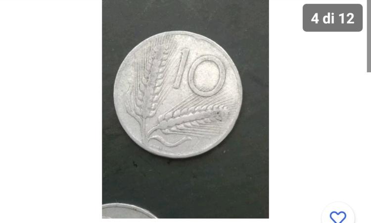 Una foto delle 12 che mostrano la moneta da 10 lire