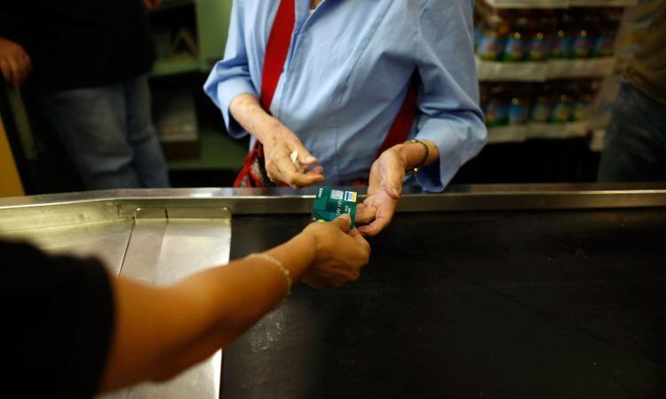 Un'attività che accetta pagamento con carte