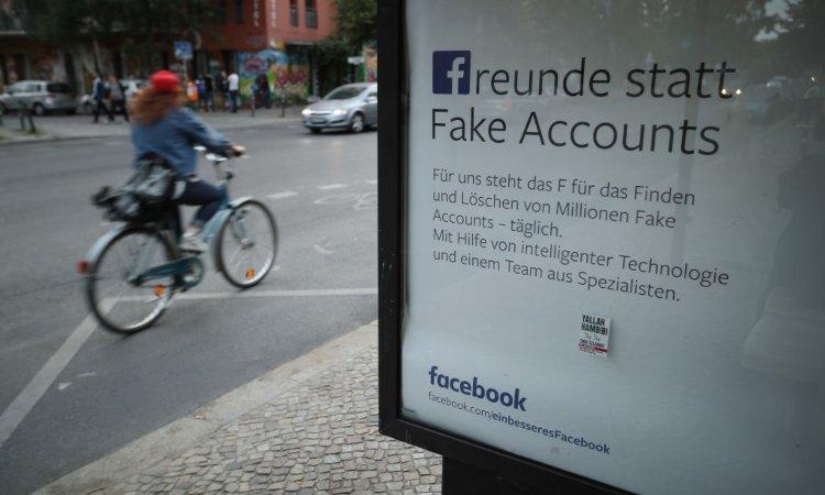 Un'insegna inerente a Facebook situata a Berlino