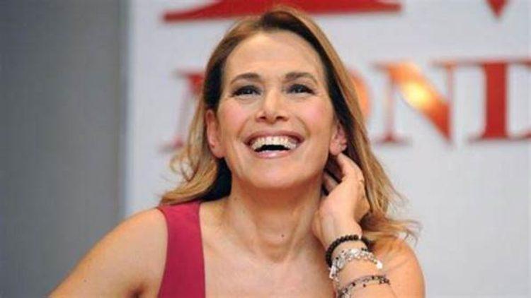 Barbara D'Urso sorride felice