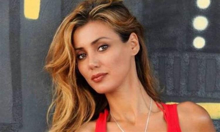 Daniela Martani bionda