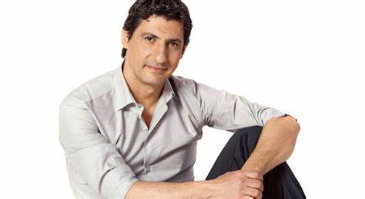 Emilio Solfrizzi sfondo bianco
