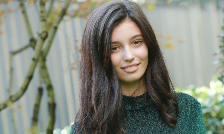 Gaia Girace sorride