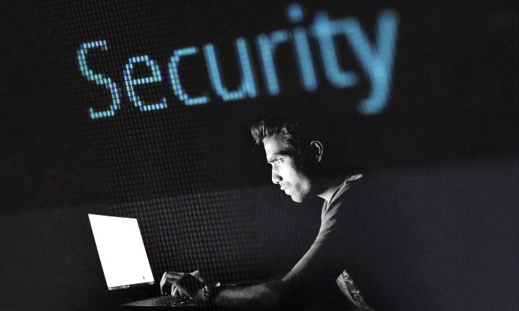 hacker al computer