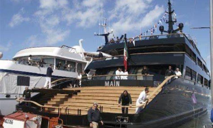 Main Barca galleggiante