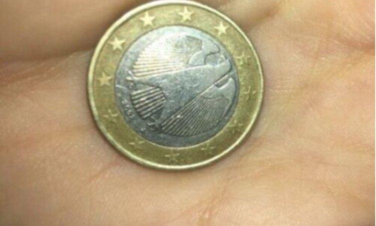 moneta da 1 euro con errore di conio
