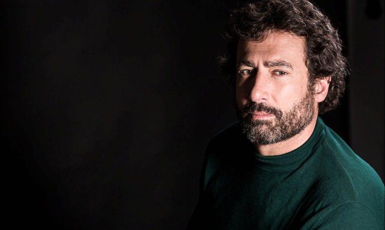 Paolo Calissano sfondo nero