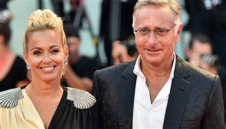 Sonia Bruginelli e Paolo Bonolis sorridono