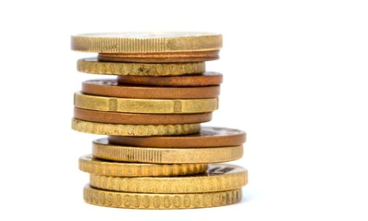 pila di monete metalliche