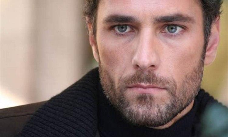 Raoul Bova maglia nera