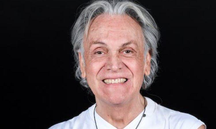 Riccardo Fogli sorride
