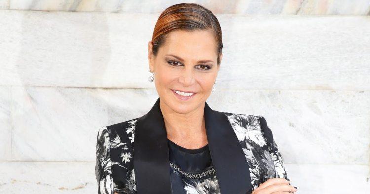 Simona Ventura sorride