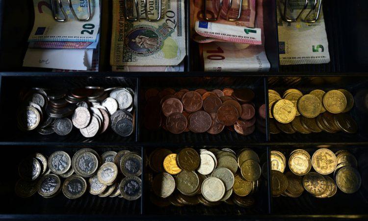 Un po' di soldi spicci e in formato banconota