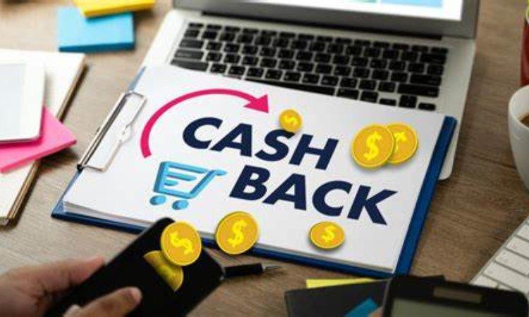 Un pc e la scritta Cashback