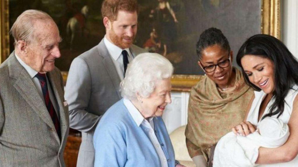 La Regina Elisabetta e i duchi dei Sussex