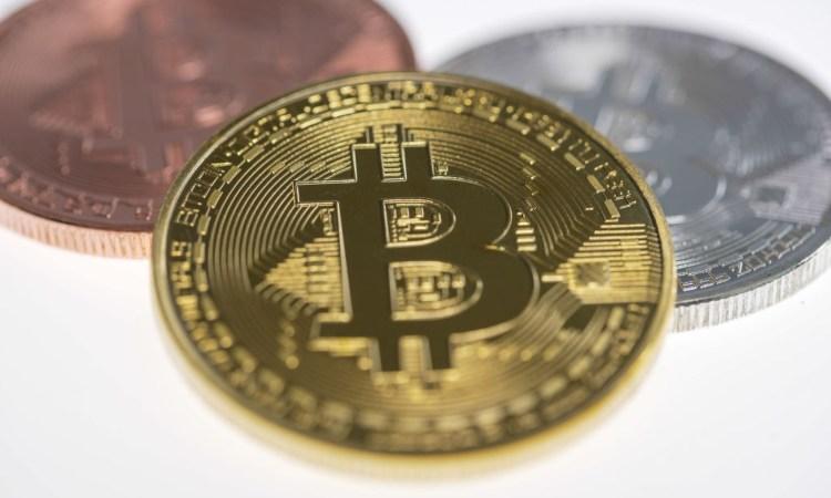 Tre monete di diverso materiale