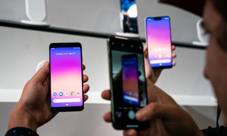Tre smartphone vicini tra loro